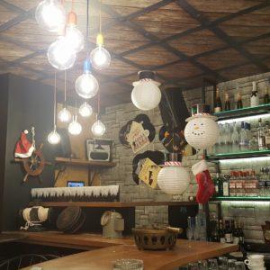 Χριστουγεννιάτικη διακόσμηση σε Bar