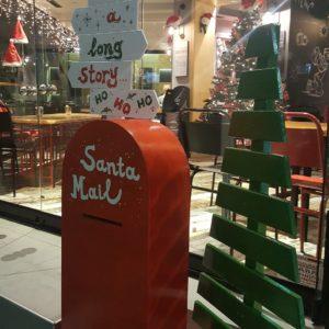 Χριστουγεννιάτικη διακόσμηση σε εστιατόριο/γλυκοπωλείο